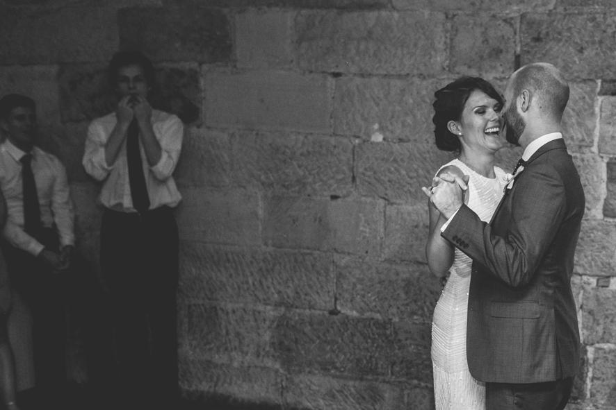 Ehepaar haelt Ihren Hochzeitstanz