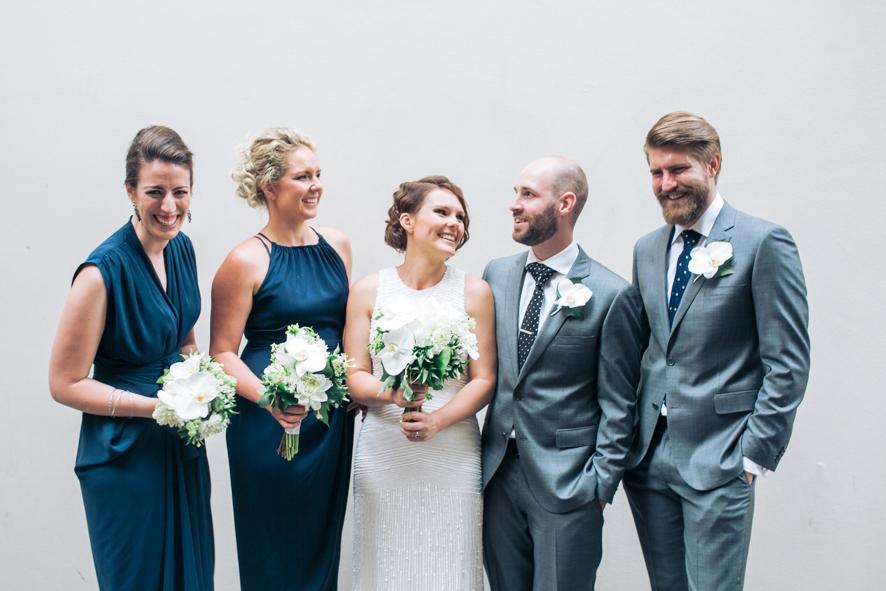 Braut Braeutigam und Trauzeugen auf einem Bild