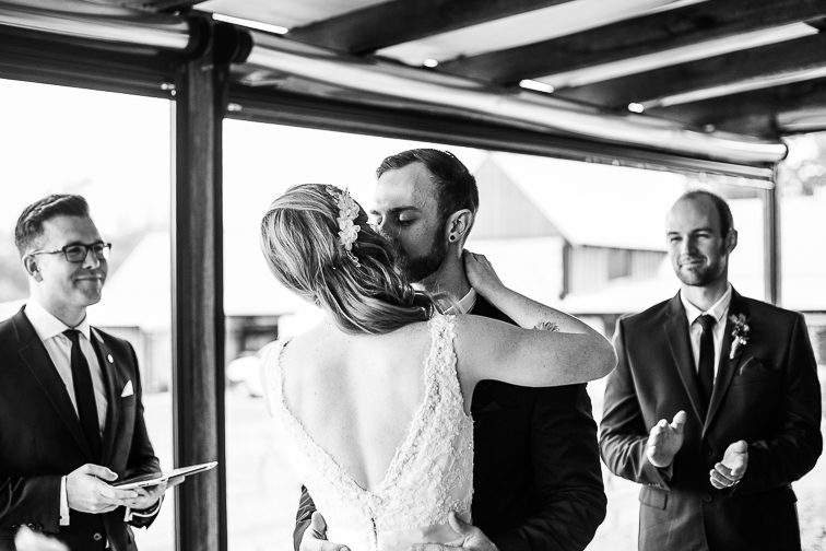 Der erste Kuss als Frau und Mann