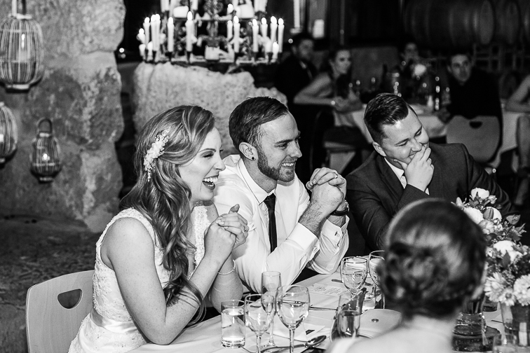 Lustiger Moment auf Hochzeit Braut und Braeutigam
