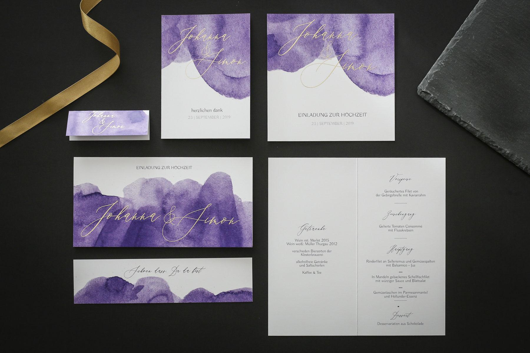 Hochzeitspapeterie in Ultraviolet
