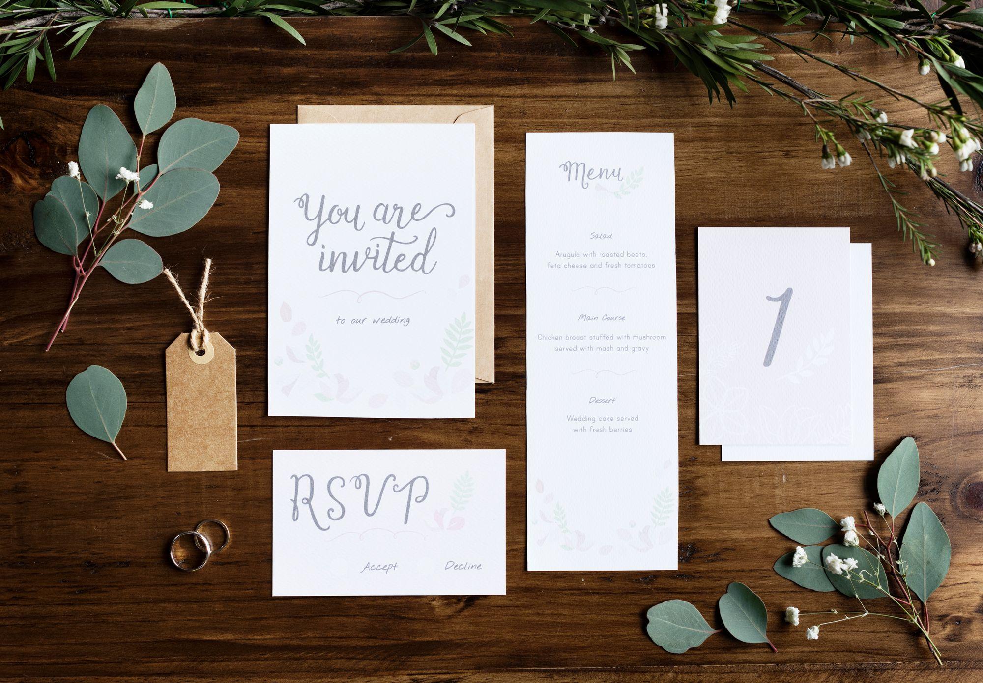Einladungskarten zur Hochzeit in grün und weiß