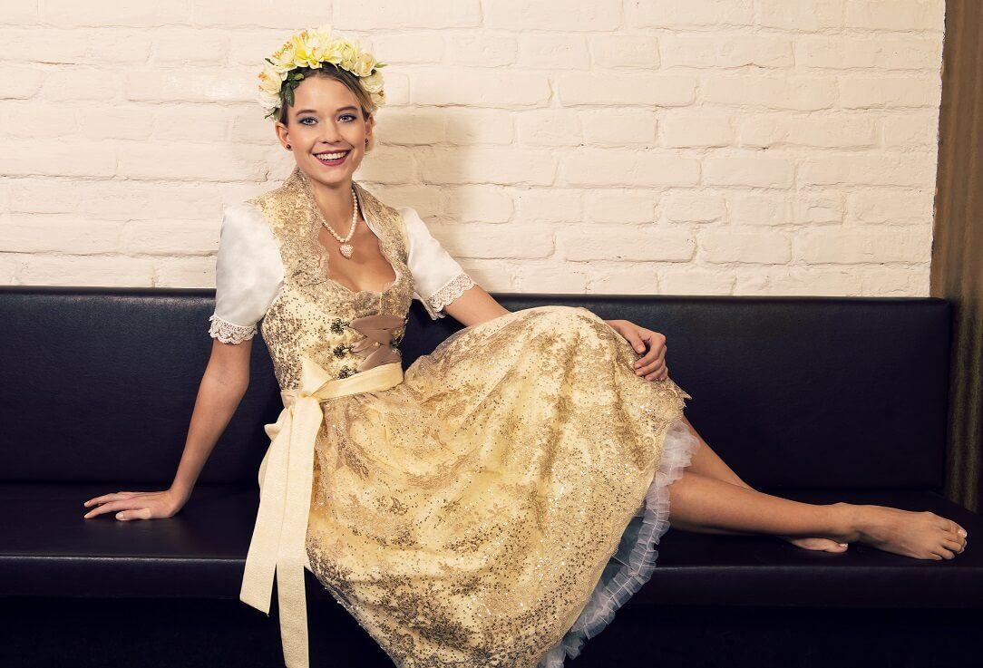 goldenes Brautdirndl fuer die Trachtenhochzeit