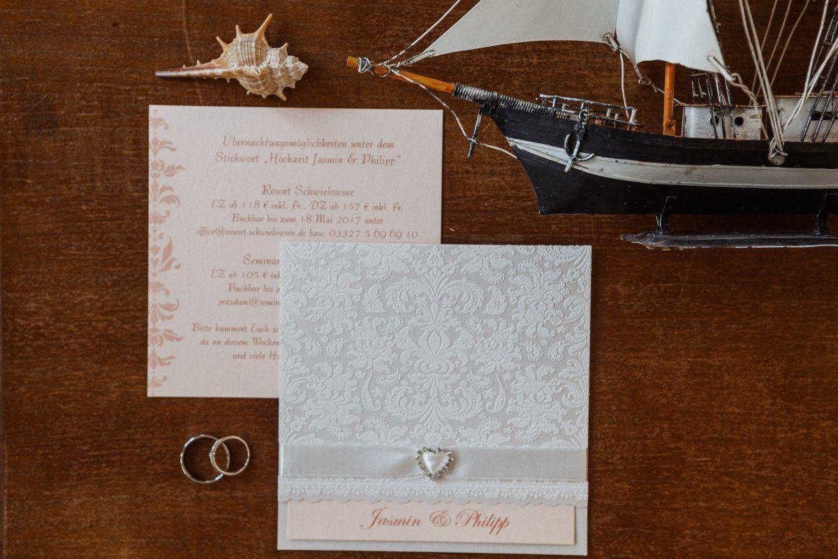 Einladungskarte für die Hochzeit und Trauung
